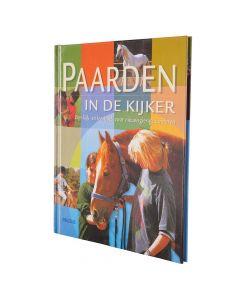 BR Libro: NL Horses en el centro de atención