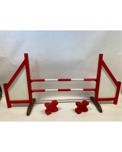 Obstáculo rojo (cerrado) completo con dos vigas de salto, 4 soportes de suspensión y 2 bloques de cavaletti